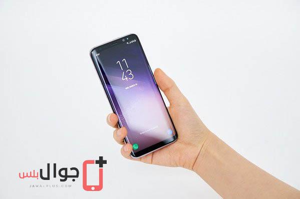 صور موبايل Galaxy S8 أثناء الاستخدام في اليد 5