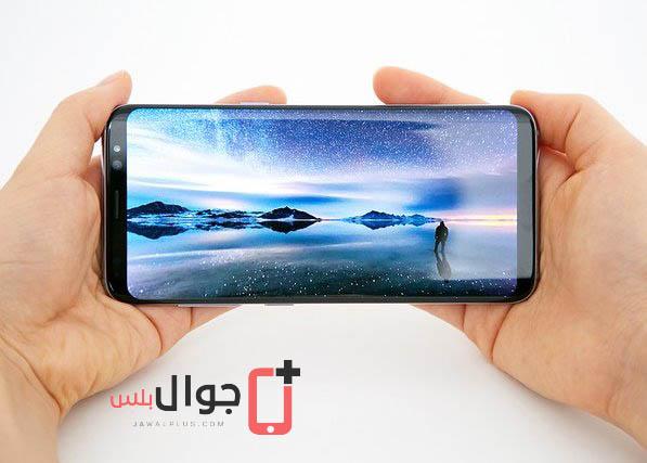 صور موبايل Galaxy S8 أثناء الاستخدام في اليد 6