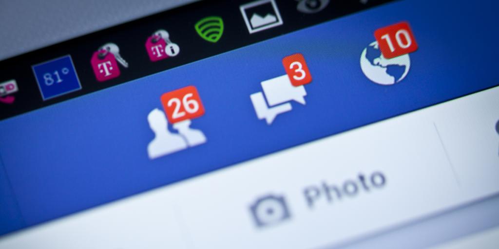 فيسبوك تعمل علي إعادة ميزة الدردشة إلي التطبيق الرئيسي