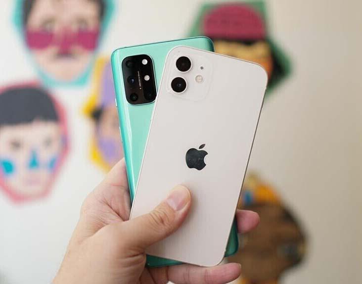 Apple iPhone 12 vs OnePlus 8T: أداء الكاميرات