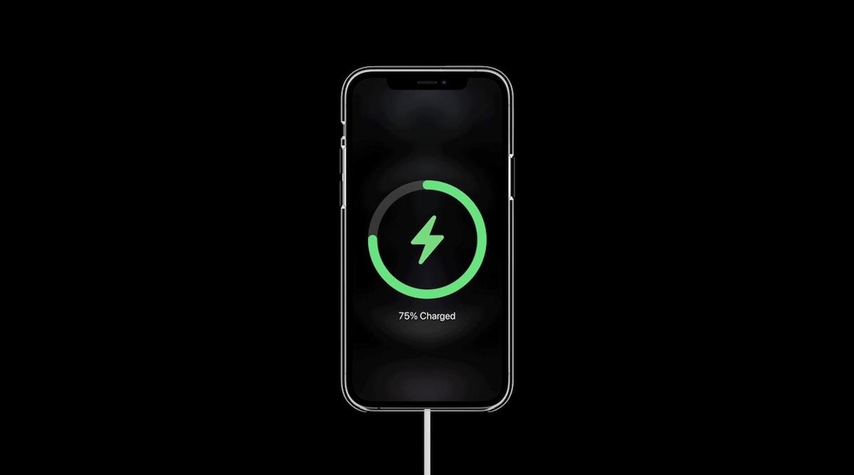 كيفية استخدام شاحن MagSafe مع iPhone 12
